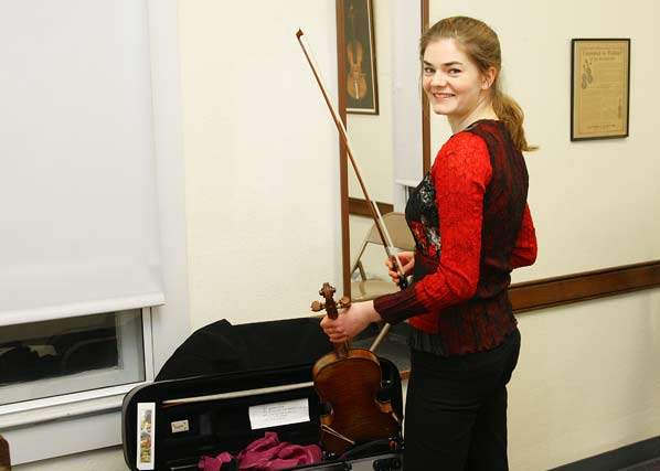 Award-winning violinist plays another benefit concert at