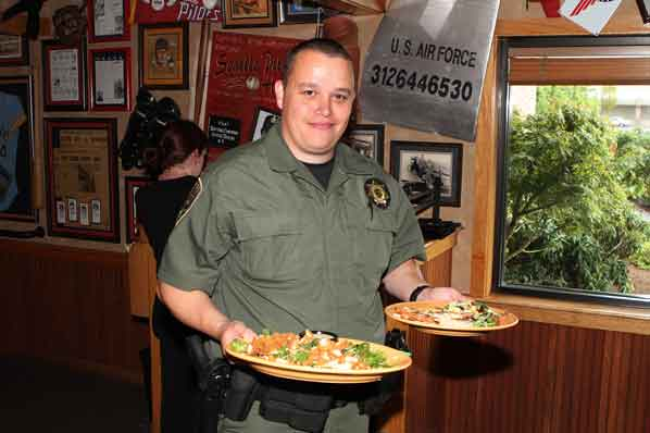 Gateway Applebee S Patrons Served By Special Green Suited