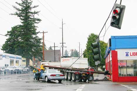 Return of rain triggers car crashes across East Portland   East PDX News